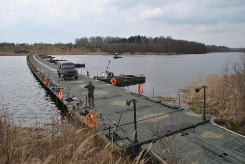 Mosty pontonowe przechodzą w Stoczni Żuławy remont główny i otrzymują drugie nowe życie.